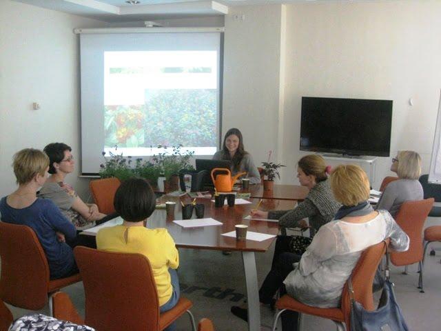Pirmoji dalis seminare - teorija: augalų parinkimas, kompozicijos kūrimas, derinimas pagal aukščius, spalvas, faktūrą.