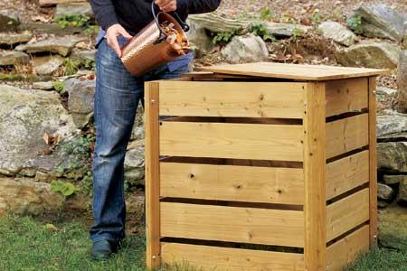 Medinė komposto dėžė. Nuotrauka iš www.thisoldhouse.com