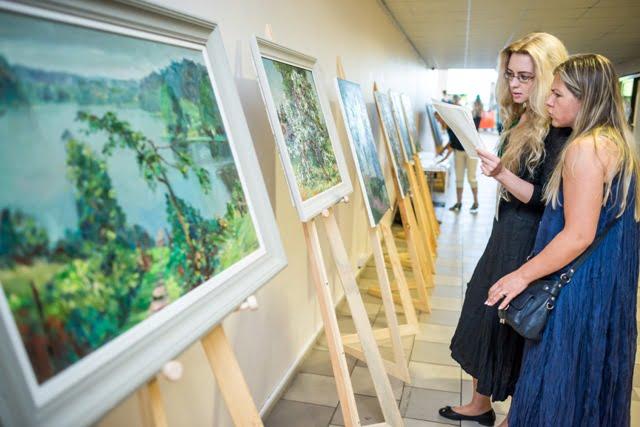 """Konferenciją papuošė lietuvių autorių natiurmortai, kuriuos specialiai šiai parodai pristatė """"AP galerija"""""""