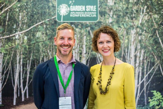 """James McGrath, pagrindinis """"Garden Style 2016"""" pranešėjas, ir  Lina Liubertaitė, konferencijos organizatorė."""