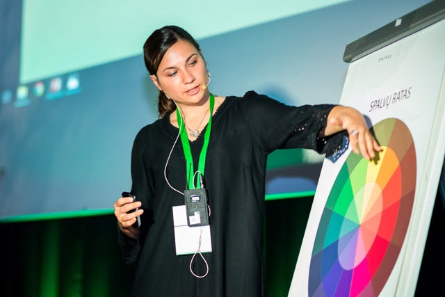 Kraštovaizdžio architektė Lina Puodžiūtė pasakojo apie spalvų derinimo taisykles. Nuotr. Julius Andužis