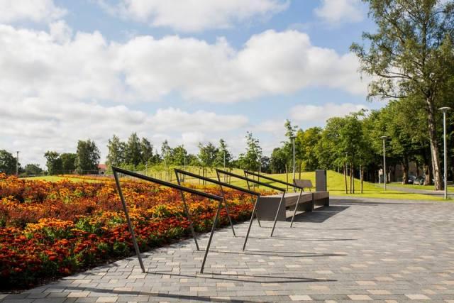 Projektas Venstpilyje - augalai susodinti taip, kad atkartoja senovinių papuošalų raštus. Nuotr. Studija ALPS