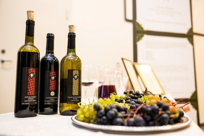 """Konferencijos """"Garden Style"""" parodoje buvo galima padegustuoti Lietuvoje užaugintų vynuogių ir iš jų pagaminto vyno. Nuotr. aut. Julius Andužis"""