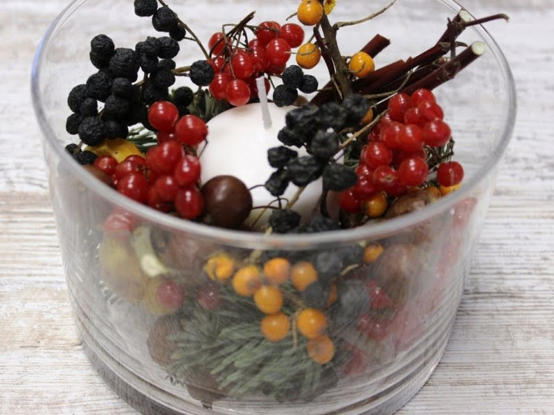 Aplink žvakę pridėkite uogų, vaisių, riešutų, šakelių. Nuotr. L.Liubertaitė