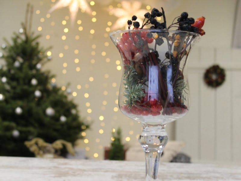 Kalėdinė dekoracija gali būti puošiama net panaudojant paprastus pagaliukus iš lauko. Nuotr. L.Liubertaitė