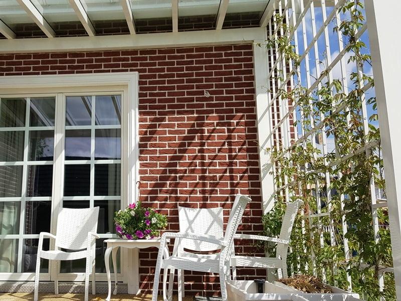 Klasikinis stilius viduje pereina i terasa Kuo maziau spalvu tuo geriau Birstonas