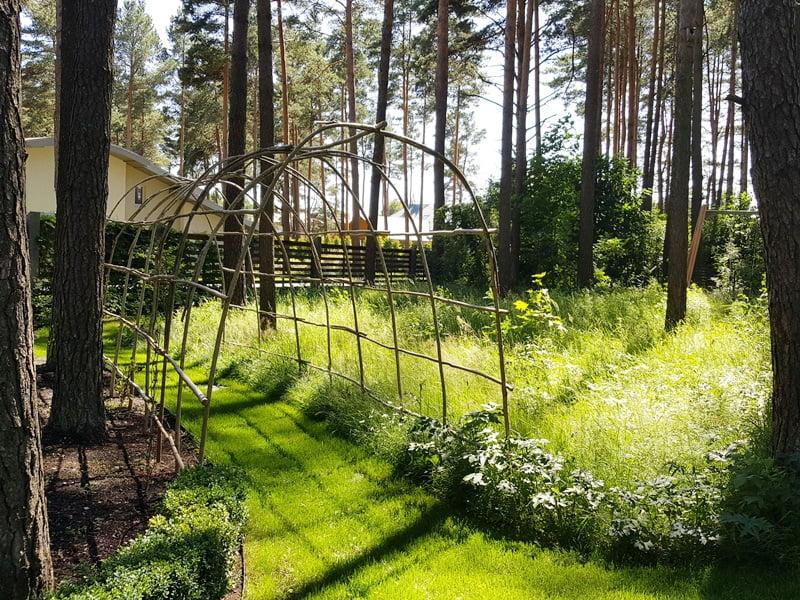 Ansio sukonstruota arka. Užaugus vijokliniams augalams, tai bus tikrai jauki vieta.