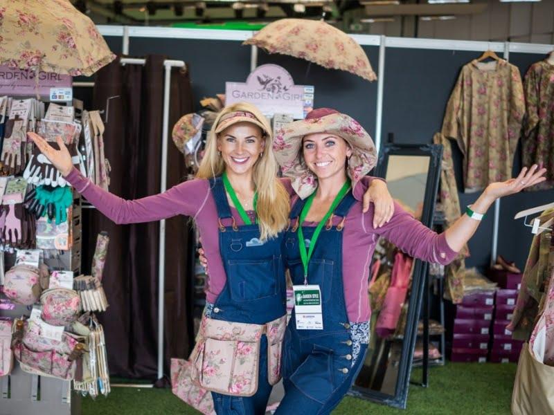 Konferencijos dalyvės galėjo įsigyti stilingų sodo įrankių bei drabužių.