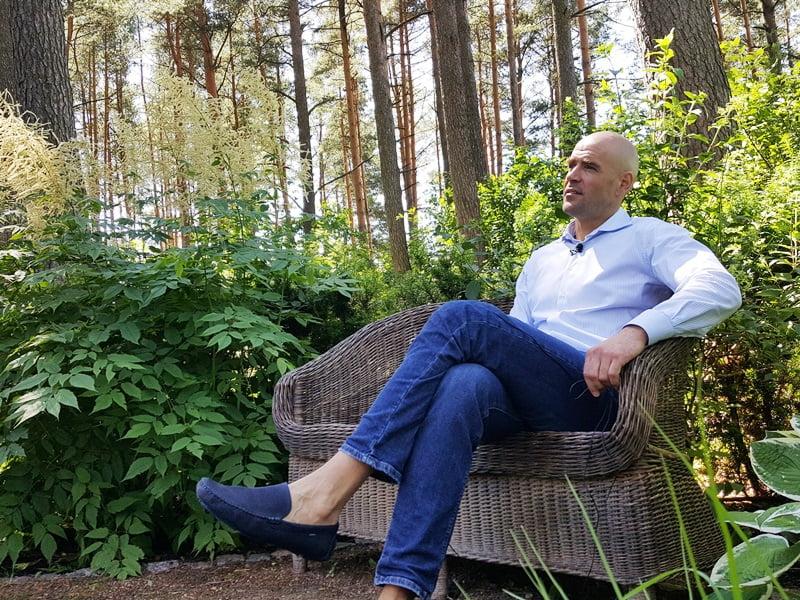 Ansio Birznieks kambarys sau. Kas gali būti geriau nei ramus pasisėdėjimas augalų ir medžių apsupty.