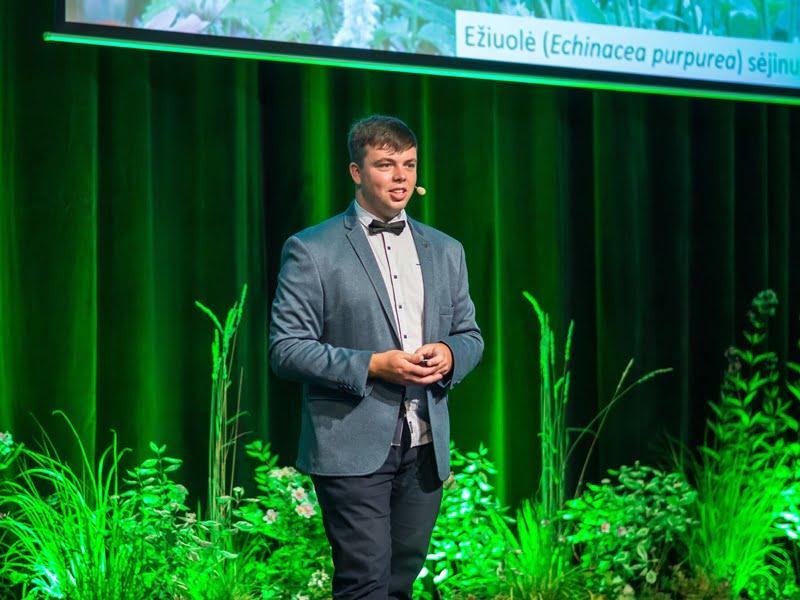 Edvinas Misiukevicius konferencijoje papasakojo, kuo skiriasi laukiniai augalai nuo į juos panašių augalų su veisle.