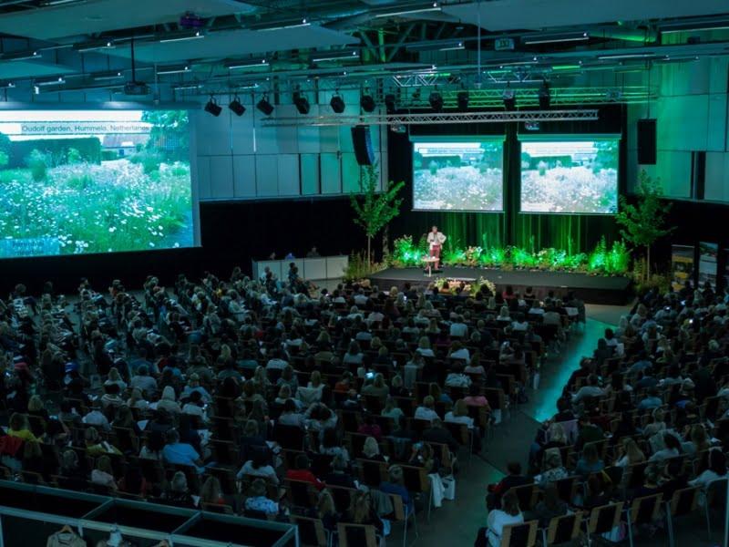"""Kadras iš gera energija tvyrančios konferencijos """"Garden Style"""" 2017-aisiais. Nuotr. aut. J.Andužis."""