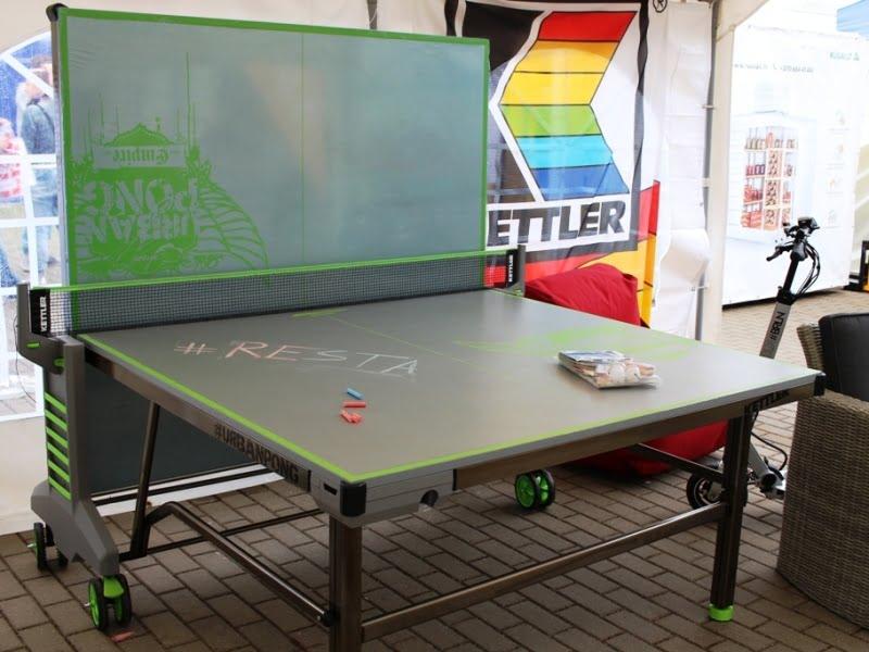 Lauko stalo tenisas, tobula šiltiems vasareos vakarams po darbo. Kainuoja apie 600 Eur. Nuotr. L.Liubertaitė