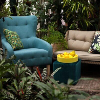 Atidarom terasos sezoną: vidaus ir lauko baldai derinami kartu