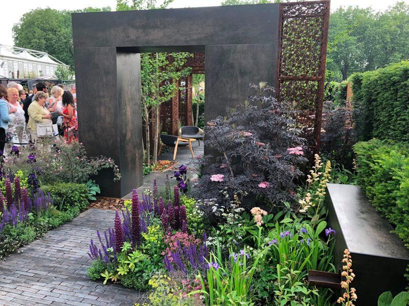 """Tony Woods sodas """"Urban flow"""". Nuotr. aut. M. Sliesoraitytė (Čelsio gėlių paroda 2018, Londonas)"""