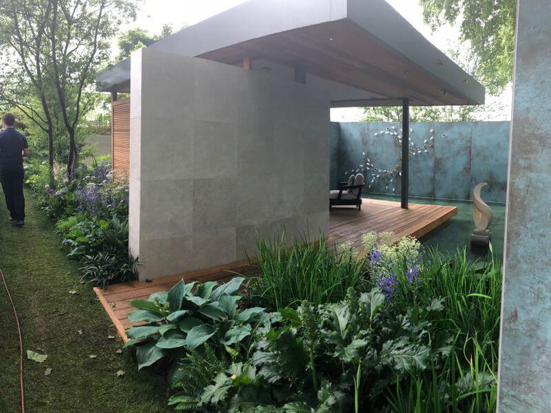 """Chris Beardshaw sodas """"The Morgan Stanley Garden for the NSPCC"""". Nuotr. aut. M. Sliesoraitytė (Čelsio gėlių paroda 2018, Londonas)"""