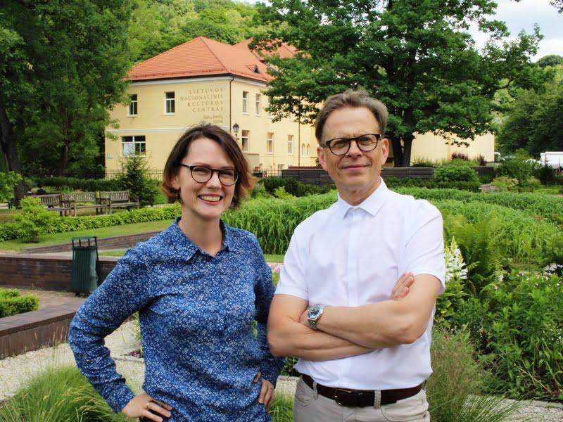 L. Liubertaitė ir R. Zolubas prieš pokalbį apie augalų fotografavimą. Nuotr. iš asm. L. Liubertaitės archyvo.