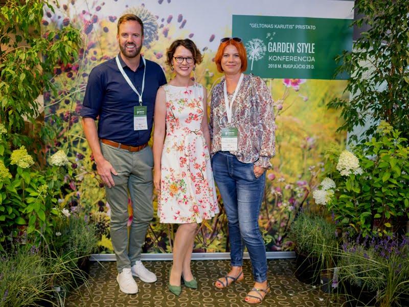 """Nic Howard, Lina Liubertaitė ir Agnieszka Hubeny-Zukowska konferencijoje """"Garden style"""" 2018. Nuotr. iš asm. L. Liubertaitės archyvo."""