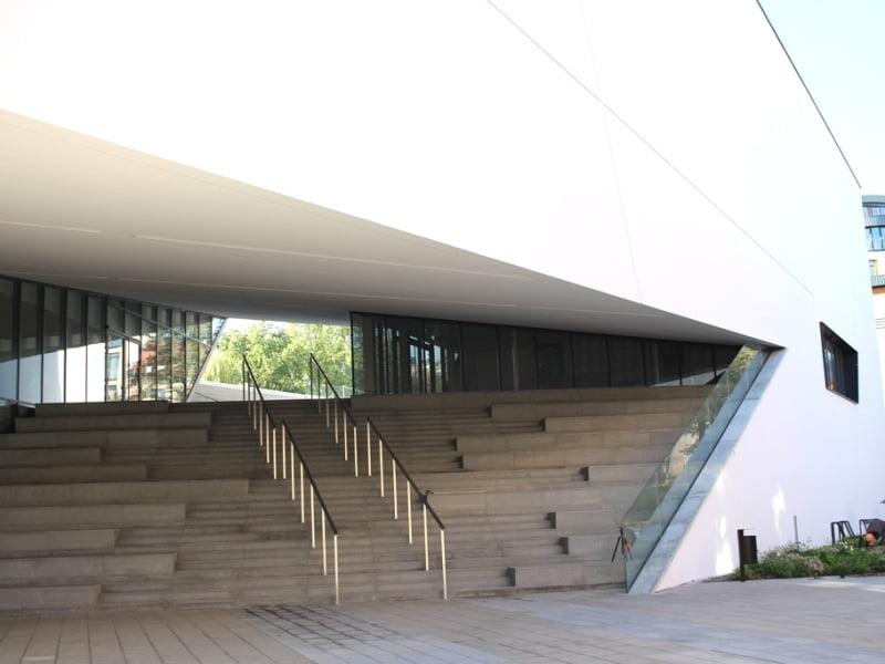 Unikalios architektūros MO muziejaus pastatas, sukurtas architekto Daniel Libeskind. Nuotr. aut. L. Liubertaitė.
