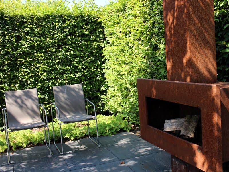 Jeigu turite mažai erdvės, rinkitės daugiafunkcinius lengvus baldus, kuriuos būtų patogu sandėliuoti. Nuotr. aut. L. Liubertaitė.