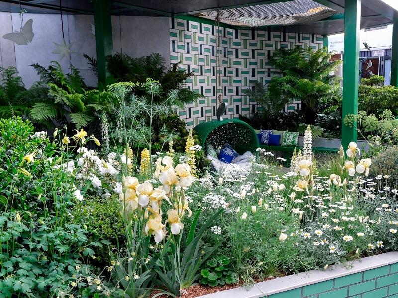 Kate Gould sodriai žalas sodas, skirtas vaikams, jų artimiesiems, laiką leidžiantiems ligoninėse
