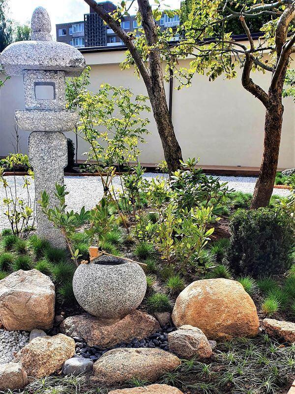Akmenų kompozicija japoniškame sode. Nuotr. L. Popkytė-Fukumoto