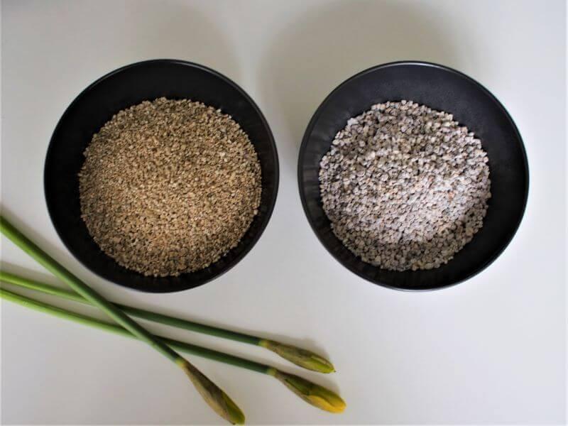 Vermikulitas (kairėje) padės ilgiau išlaikyti drėgmę vazone, o agroperlitas (dešinėje) aprūpins gėlių šaknis deguonimi. Nuotr. L. Liubertaitė